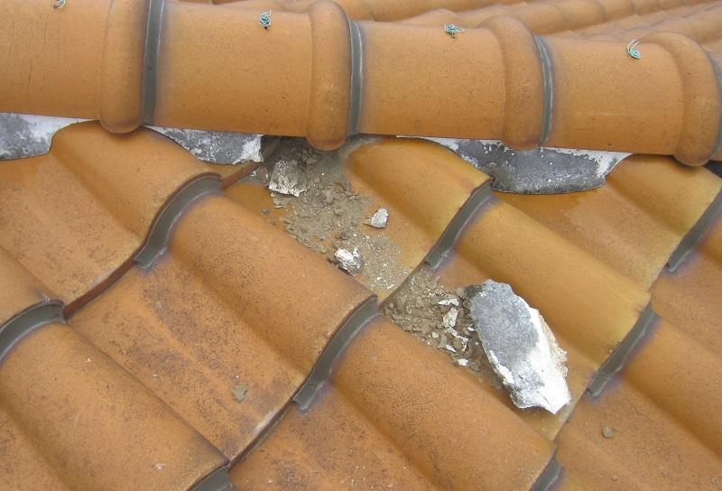 屋根の剥がれ、割れなど 屋根板金工事とは?